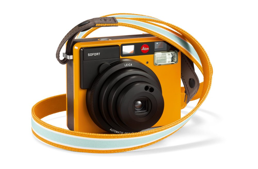 leica-sofort_with-strap_orange_rgb